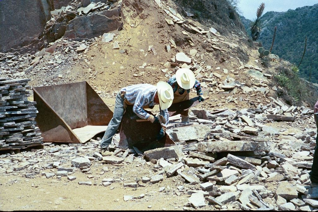 WORKERS SORTING PORPHYRY FOR THICKNESS