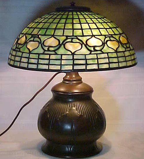 TIFFANY STYLE TABLE LAMP 37