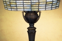 TIFFANY STYLE TABLE LAMP 30
